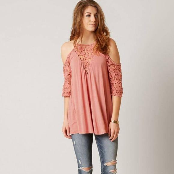 5d1efa2aadb52f Gimmicks BKE • mauve crochet cold shoulder top